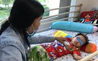 Cứu kịp thời bé trai 3 tuổi uống nhầm hóa chất chống thấm ghe xuồng