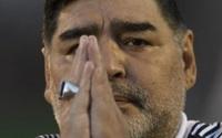 """Dấu hiệu bất thường trước khi qua đời của """"cậu bé vàng"""" Maradona"""