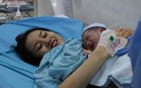 2 bé trai sinh đúng thời khắc giao thừa, trở thành những công dân đầu tiên của TP.HCM trong năm mới 2021