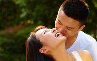 Chồng không vô tâm đâu, đơn giản là họ không tự hiểu nên vợ hãy khẽ nói cho chồng biết để được đáp ứng