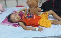 Xót xa người mẹ nghèo 3 lần mất con, giờ lại chứng kiến con trai đau đớn từng ngày trước bệnh hiểm nghèo