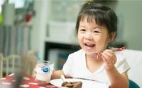Cô Gái Hà Lan mách mẹ thời điểm uống sữa và cách bảo quản sữa tươi 'bách phát bách trúng' cho bé