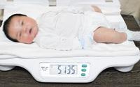 """Bé trai sơ sinh có cân nặng """"khủng"""" hơn 5,1kg"""