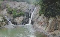 Cùng bạn đi leo núi, nữ sinh lớp 10 rơi xuống suối tử vong