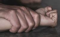 Gã bạn trai đốn mạt lừa thiếu nữ để nhóm bạn hiếp dâm tập thể suốt nhiều ngày