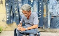 Người đàn ông xé quần jeans độc lạ ở Sài Gòn và kỷ niệm với chiếc áo 35 triệu đồng