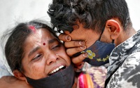 Nỗi đau của những nhà báo Ấn Độ phải đếm tử thi bệnh nhân COVID-19