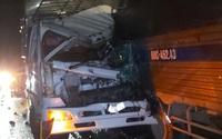 Xe tải tông nhau trên cao tốc TPHCM - Trung Lương, 2 người thương vong