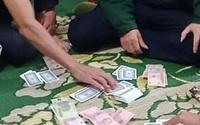 """Nhóm """"quý bà"""" đánh bạc giữa mùa dịch"""