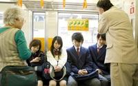 Ở Nhật người trẻ ít khi nhường ghế cho người già, lý do gì mà một đất nước hàng đầu về văn hóa ứng xử lại hành động như vậy?