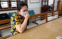 """Mẹ đơn thân của 4 đứa con khóc nức nở khi bị bắt vì cùng nhân tình vượt rào giãn cách """"ship"""" ma túy"""