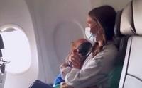 Bà mẹ bị đuổi khỏi máy bay ở Mỹ vì con trai hen suyễn không đeo khẩu trang