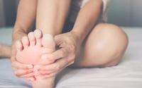 Người có nguy cơ cao mắc bệnh tim thường xuất hiện 3 dấu hiệu cực rõ ở chân, kiểm tra ngay xem bạn có không