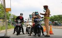 Sài Gòn hết giãn cách xã hội, người dân vui mừng nhưng nhiều băn khoăn