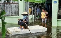 Hình ảnh đặc biệt: Người dân Thanh Hóa dùng tấm xốp làm thuyền đưa con đi học