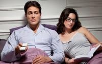 """Căng thẳng vì sở thích """"ồn ào"""" của vợ trong phòng ngủ"""