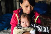 Xót xa đôi vợ chồng mù mong có tiền cứu đôi mắt cho con gái 3 tháng tuổi