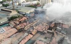 Xót xa toàn cảnh đám cháy Nhà máy bóng đèn phích nước Rạng Đông nhìn từ trên cao