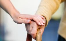 Đưa bố mẹ vào nhà dưỡng lão, tại sao gặp khó?
