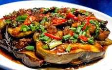 Nhìn qua tưởng đĩa cá kho nhưng đây lại là món ăn được làm từ một loại quả vừa bổ vừa rẻ!
