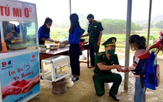 """""""Tủ mì yêu thương"""" ấm lòng đồng bào vùng biên giới ở Thừa Thiên Huế"""