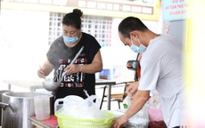 Từ 14/10, Hà Nội cho phép nhà hàng ăn uống tại chỗ, taxi hoạt động trở lại