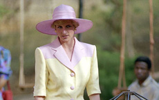 """Trùm diện chân váy xếp ly đẹp chính là Công nương Diana, bà có 2 cách mix """"để đời"""" dành cho phái đẹp"""