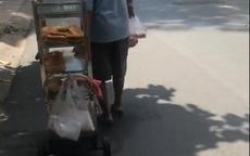 Vợ mất, ông lão lủi thủi đẩy xe bánh dạo mưu sinh sau giãn cách: Lời chia sẻ khiến tất cả rưng rưng