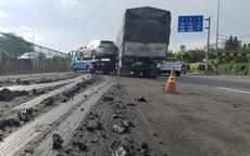 Trượt bùn đất, xe cứu hộ mất lái va chạm với xe tải khiến ô tô hơn 4 tỷ bị hư hỏng