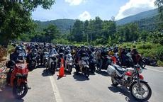 Lực lượng chức năng Huế, Quảng Trị căng mình hỗ trợ hàng nghìn người từ các tỉnh phía Nam về quê