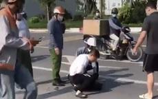 """Xác minh clip người mặc đồ công an """"chỉ gọi điện thoại"""" ở hiện trường vụ bắt cướp ở Hà Nội"""