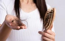 Tóc rụng nhiều, rất có thể bạn đang ăn kiêng sai cách?