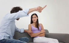 Vợ quyết ly hôn vì chồng cư xử hèn hạ khi bị bắt quả tang ngoại tình