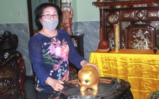Cụ bà 75 tuổi ở Huế đập heo đất, mua 1 tấn gạo ủng hộ khu cách ly tập trung