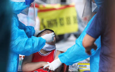 Bé trai 3 tuổi và 2 người khác ở Hà Nội phát hiện mắc COVID-19