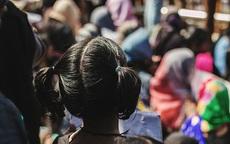 """Dư luận phẫn nộ cảnh ít nhất 6 bé gái khỏa thân trong lễ """"Cầu mưa"""", cảnh sát phải vào cuộc"""