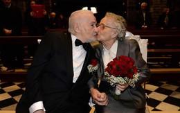 Tìm lại và cưới nhau sau 70 năm xa cách nhờ Facebook