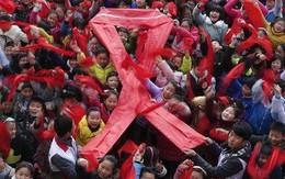 Bé 8 tuổi bị đuổi khỏi làng vì nhiễm HIV