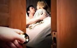 Bị chồng phản bội, đàn bà làm gì?