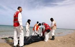 Hãi hùng phát hiện hàng chục thi thể người di cư dạt vào bờ biển