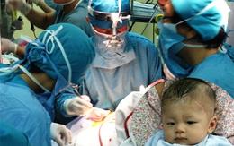 Bé bị đâm xuyên sọ phải phẫu thuật vì nhiễm trùng não