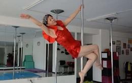 Cụ bà 65 tuổi biểu diễn múa cột khiến người xem phát sốt