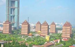 Cuộc sống thiên đường bên trong ngôi làng giàu nhất Trung Quốc