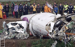 Người thân cầu nguyện cho các nạn nhân máy bay rơi