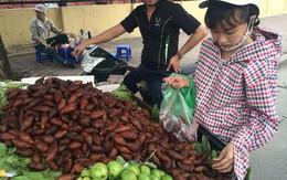 Dân Hà thành đua nhau mua quả lạ đầy gai về ăn thử