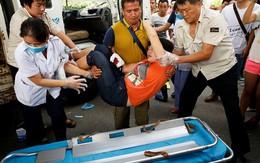 Bị chặn xe, vợ tài xế bất ngờ rút dao đâm vào mình