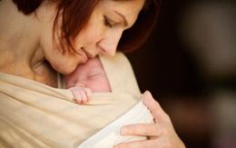 """""""Cái ôm đầu tiên"""" có thể cứu sống hàng nghìn trẻ sơ sinh"""