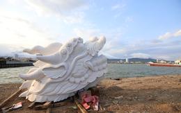 """Ngắm """"Cá chép hóa rồng"""" gần 200 tấn bên sông Hàn"""