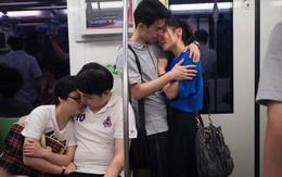 Chùm ảnh 1001 kiểu hôn của các cặp đôi trên tàu điện ngầm