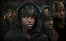 Phụ nữ ở bộ tộc có quyền lấy bao nhiêu chồng cũng được